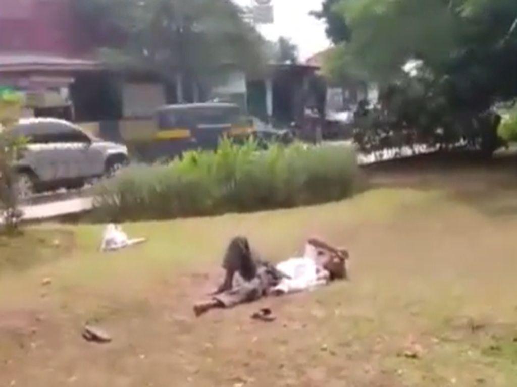 Video Pria Tergeletak di Taman Seberang Kantor Walkot Jaktim