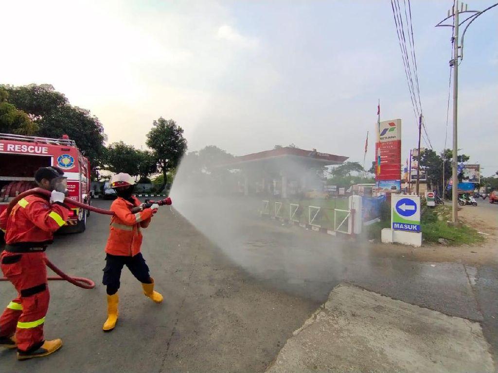 Cegah Covid-19, 12 SPBU dan 4 SPBE di Bekasi Disemprot Disinfektan