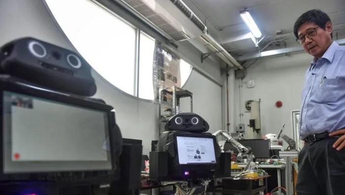 Robot di Thailand bantu dokter untuk merawat pasien positif virus corona.