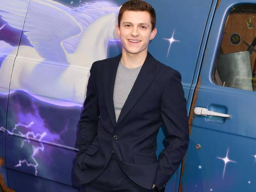 Bertopeng Spider-Man, Tom Holland Jadi Kado Ultah Anak Jimmy Kimmel