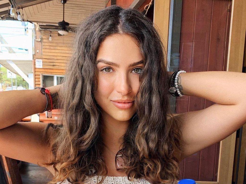 Karantina di Rumah, Model Playboy Ini Hampir Mati Diterjang Tornado