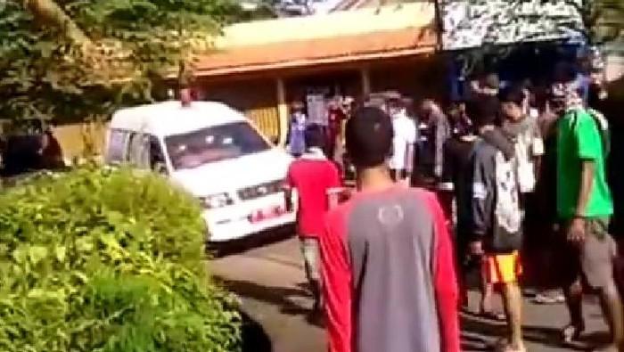 Viral video warga hadang ambulans dan tolak pemakaman jenazah pasien Corona di Banyumas, Rabu (1/4/2020).