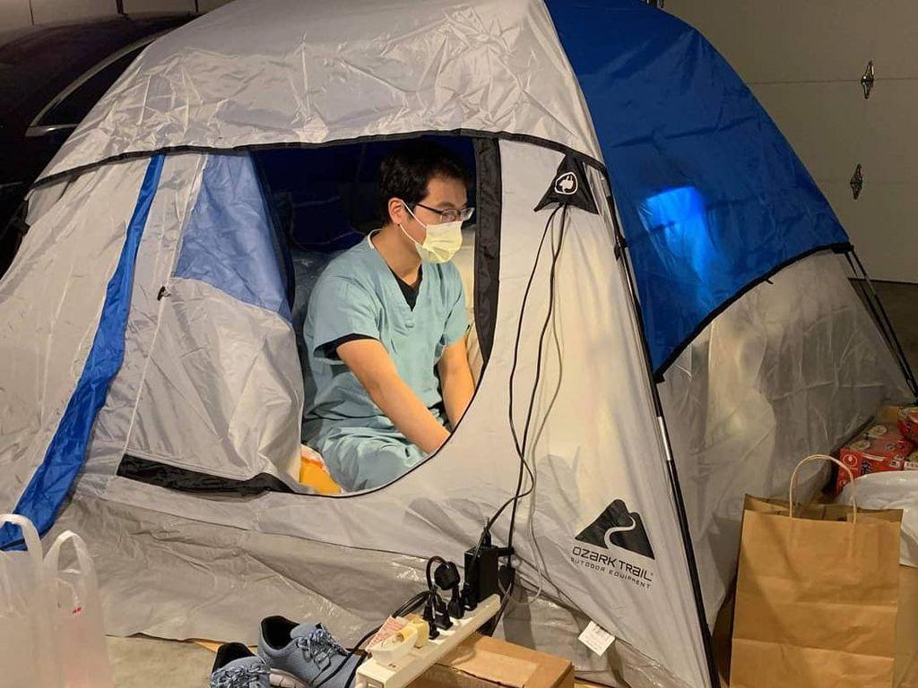 Khawatir Virus Corona Tulari Keluarga, Dokter Tinggal di Garasi Rumahnya