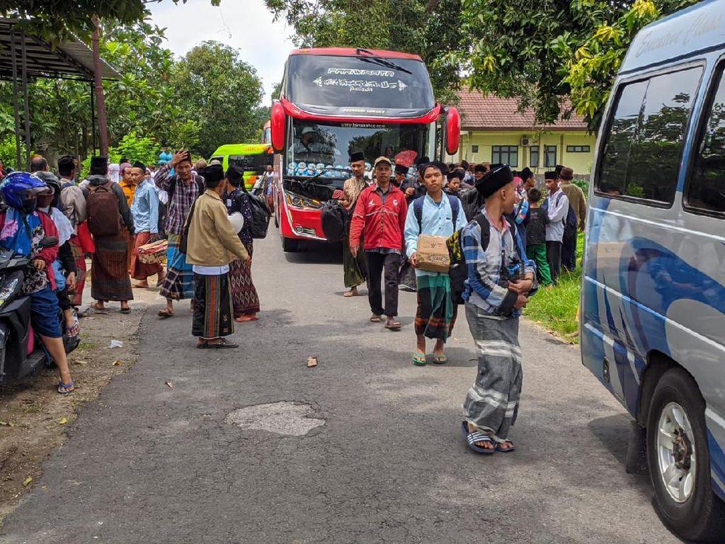 Tiba di Mojokerto, Ratusan Santri Lirboyo Jalani Pemeriksaan Suhu Tubuh