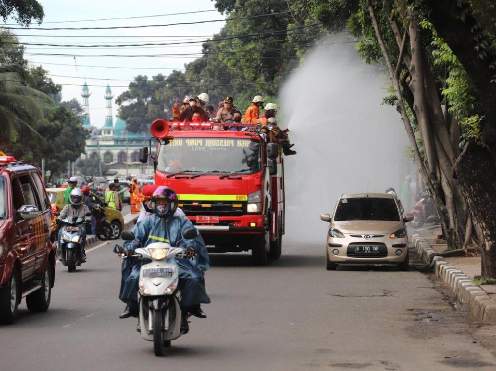 Cegah Corona, Sejumlah Jalan Protokol Jakarta Disemprot Disinfektan Hari Ini