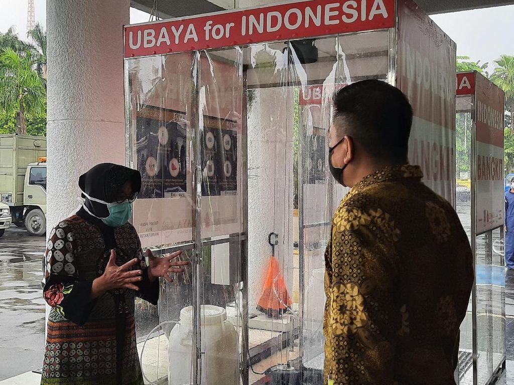 Risma Terima Bantuan APD dan Dua Bilik Aseptik dari Ubaya