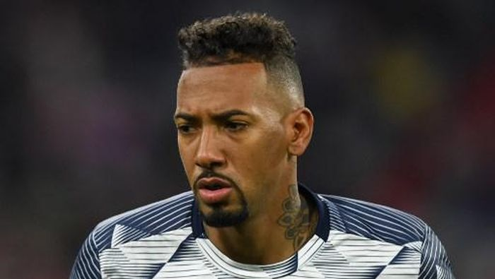 Bayern Munichs defender Jerome Boateng is pictured during the warm up prior to the German Cup (DFB Pokal) round of 16 football match FC Bayern Munich v TSG 1899 Hoffenheim in Munich, southern German on February 5, 2020. (Photo by Christof STACHE / AFP) / DFB REGULATIONS PROHIBIT ANY USE OF PHOTOGRAPHS AS IMAGE SEQUENCES AND QUASI-VIDEO.