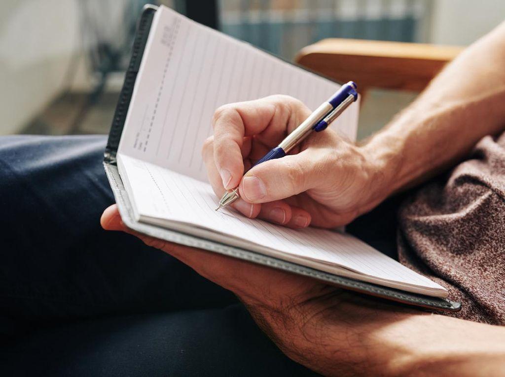 Mengenal Teks Berita: Unsur-unsur, Ciri-ciri, dan Contohnya
