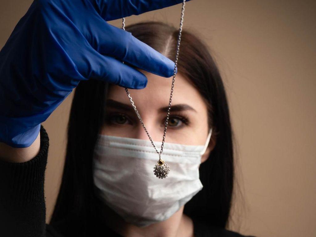 Brand Perhiasan Jual Liontin Bentuk Virus Corona, Dikritik Tak Sensitif