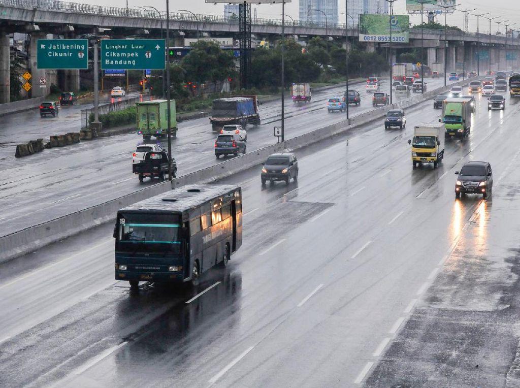 Batas Penumpang Angkutan Umum dan Pribadi Diubah