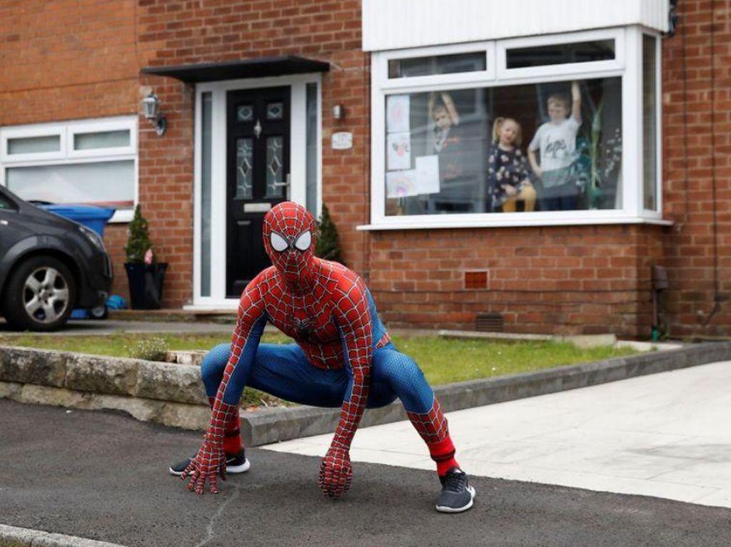 Potret Spider-Man Beraksi di Tengah Virus Corona