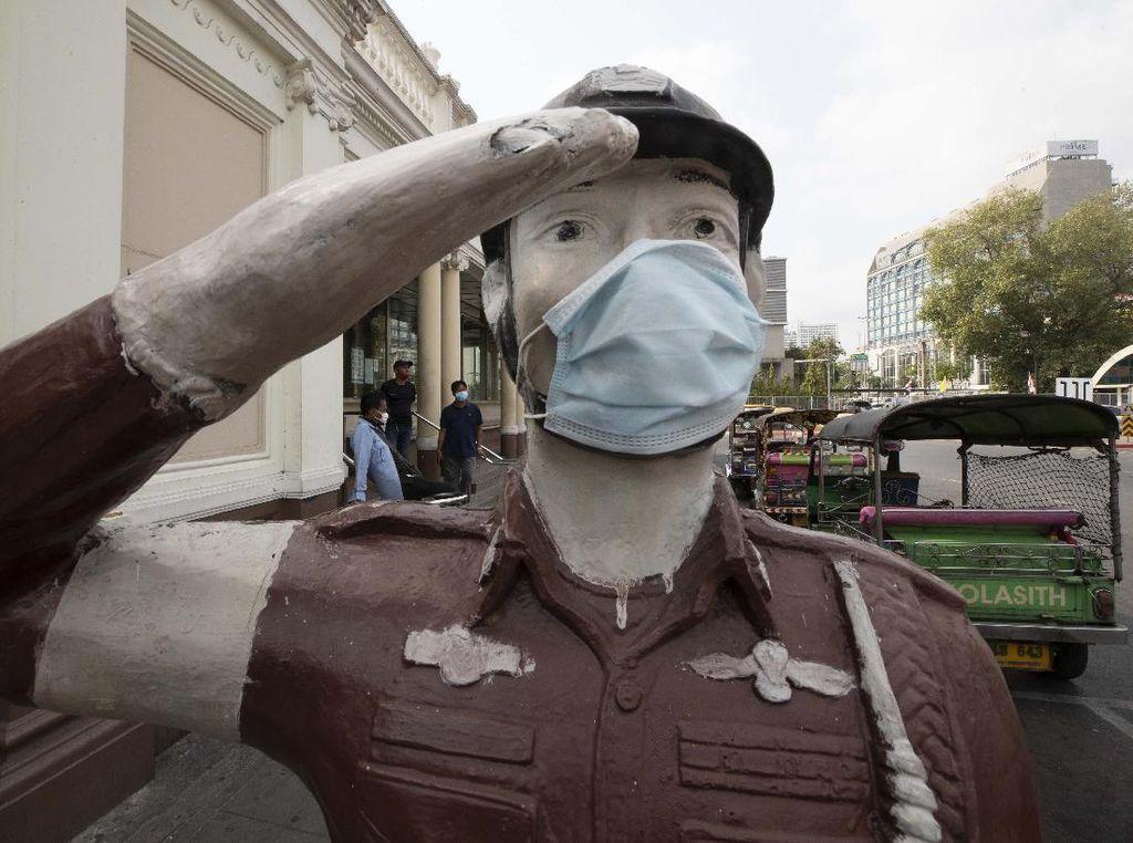 Takut Corona, Patung Polisi di Thailand juga Bermasker