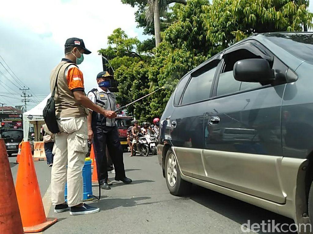 Kedapatan Demam saat Akan Masuk Kota Tegal, 2 Pemotor Dilarikan ke RS