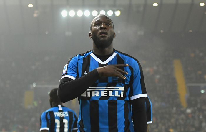 UDINE, ITALY - FEBRUARY 02:  Romelu Lukaku of FC Internazionale  celebrates after scoring the opening goal during the Serie A match between Udinese Calcio and  FC Internazionale at Stadio Friuli on February 2, 2020 in Udine, Italy.  (Photo by Alessandro Sabattini/Getty Images)