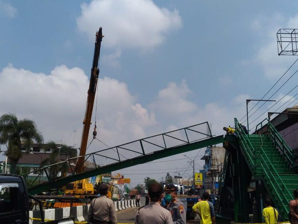 15 Jam Ditutup karena JPO Kartasura Roboh, Jalur Utama Solo Barat Dibuka