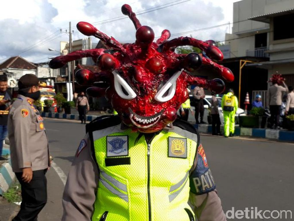 Polisi Corona Imbau Warga untuk Waspada COVID-19