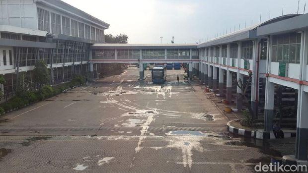 Terminal Bus Purabaya sepi penumpang