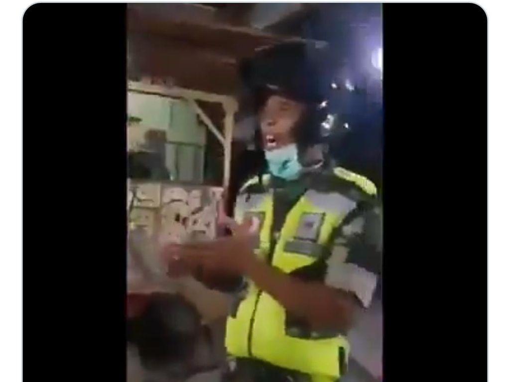 Polosnya Penjual Nasi Goreng Tanya Virus Corona Keluar Jam Berapa?