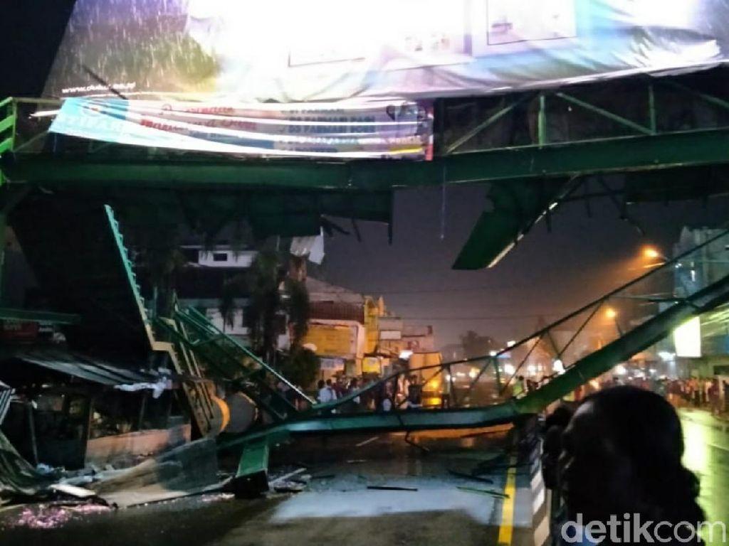 Evakuasi JPO Kartasura Roboh Molor, Jalan Masuk ke Solo Masih Ditutup