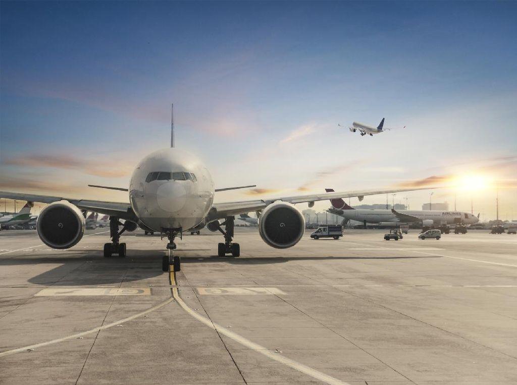 Ngeri! Mau Mendarat, Moncong Pesawat Hampir Disambar Petir