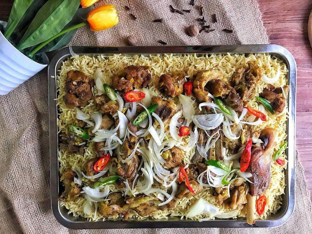 Mantap! 5 Tempat Ini Sajikan Nasi Kebuli Lezat yang Bisa di Antar ke Rumah