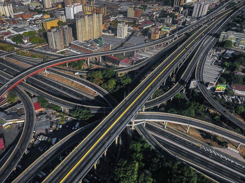 Melihat dari Udara Sepinya Jalanan Dunia Akibat Corona