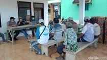 Polisi Bantu Warga Banyuwangi yang Terdampak Corona dengan Bagikan Sembako