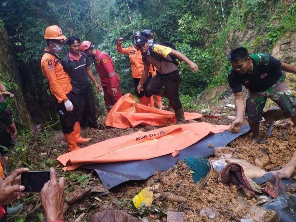 Longsor Terjang Kaki Gunung Sanggabuana Bogor, 2 Orang Tewas