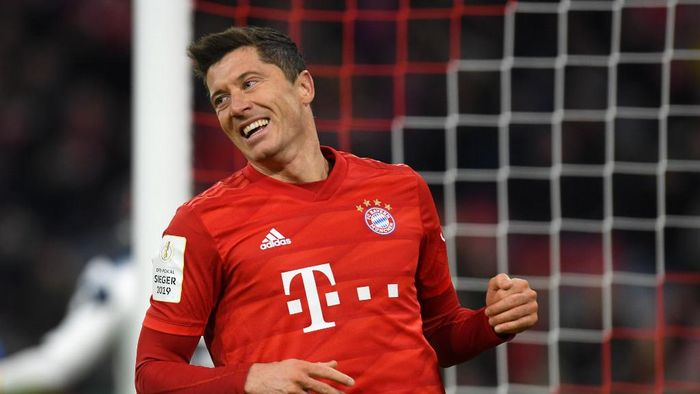Bayern Munichs Polish forward Robert Lewandowski reacts during the German Cup (DFB Pokal) round of 16 football match FC Bayern Munich v TSG 1899 Hoffenheim in Munich, southern German on February 5, 2020. (Photo by Christof STACHE / AFP) / DFB REGULATIONS PROHIBIT ANY USE OF PHOTOGRAPHS AS IMAGE SEQUENCES AND QUASI-VIDEO.