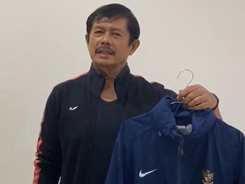 Indra Sjafri melelang jaket timnas untuk membantu melawan virus corona