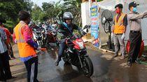 Motoran, Ganjar Keliling Kendal dan Batang Cek Pemudik di Karantina Desa