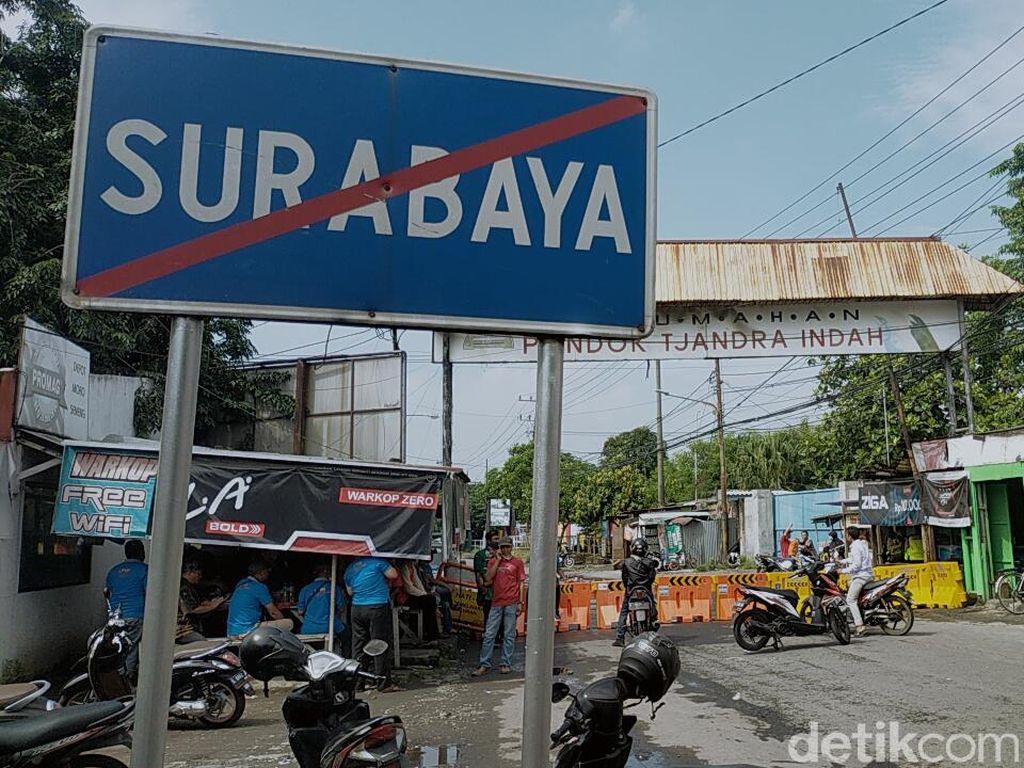 Cegah Corona, Warga Rungkut Menanggal Tutup Perbatasan Surabaya-Sidoarjo