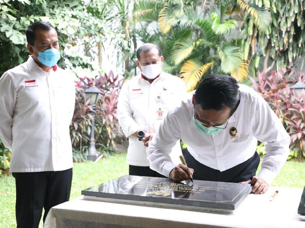 Mahfud Md Teken 9 Prasasti Pembangunan Kabupaten Kepulauan Anambas