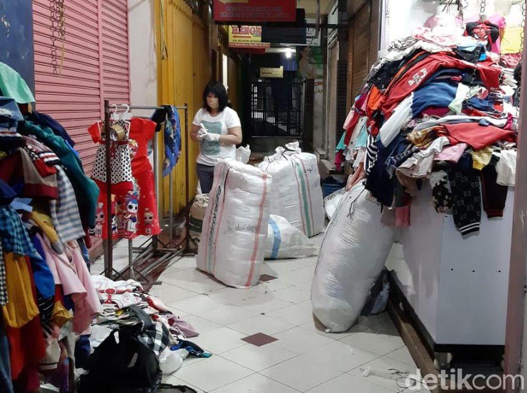 Meski Pasar Kapasan Ditutup, Pedagang Bisa Ambil Dagangan untuk Dijual
