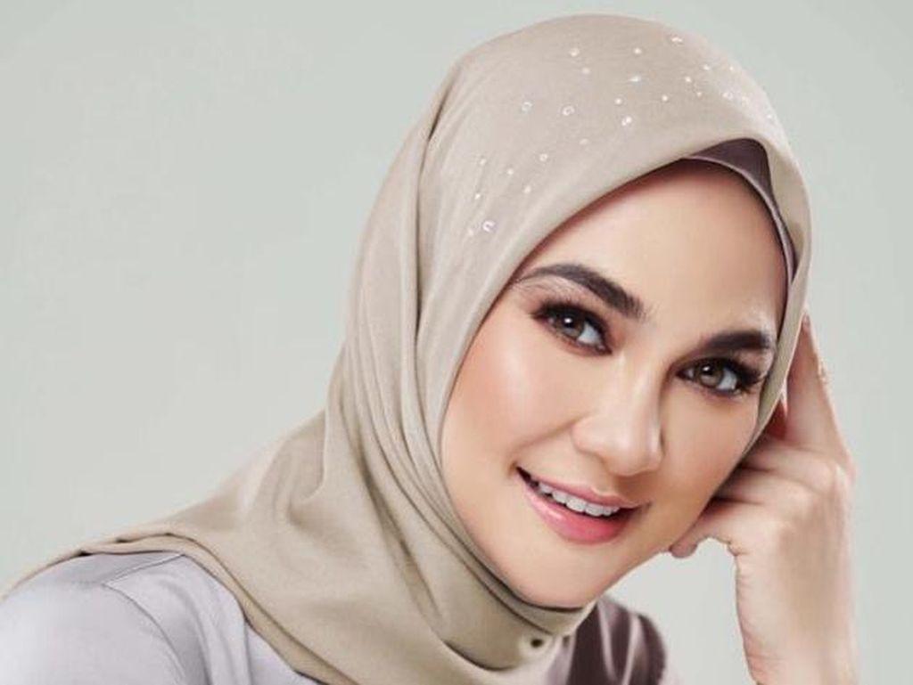 Luna Maya Minta Didoakan Agar Bisa Hijrah Seperti Dewi Sandra
