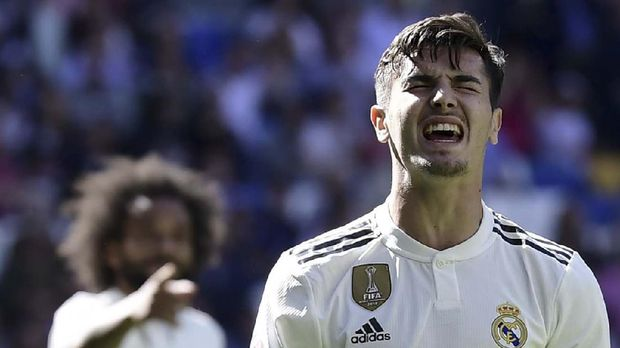 Real Madrid's Spanish midfielder Brahim Diaz reacts to missing a goal opportunity during the Spanish league football match between Real Madrid CF and Villarreal CF at the Santiago Bernabeu stadium in Madrid on May 5, 2019. (Photo by JAVIER SORIANO / AFP)