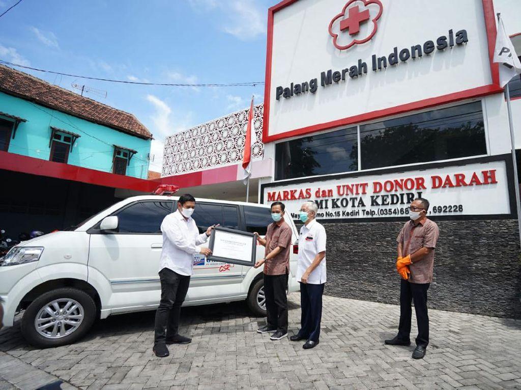 PMI Kediri dapat Bantuan Ambulans Canggih untuk Tangani Covid-19