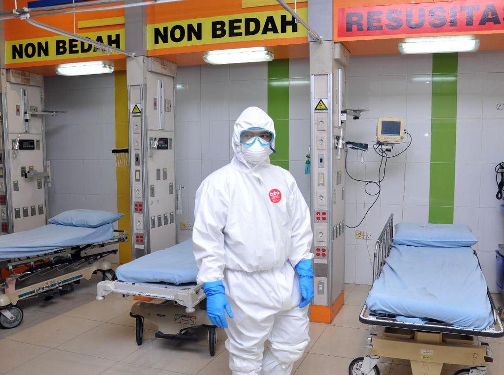Polisi Selidiki Ambulans yang Buang APD ke Selokan di Jagakarsa Jaksel