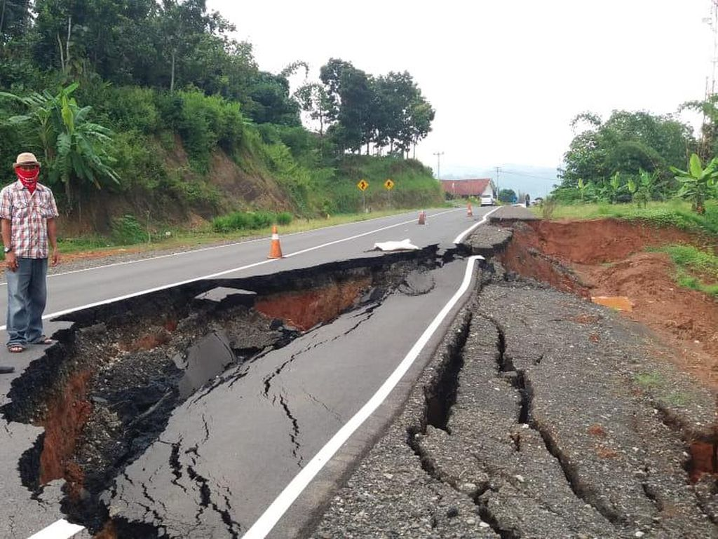 Jalan Lingkar Timur Jatigede Sumedang Kembali Ambles
