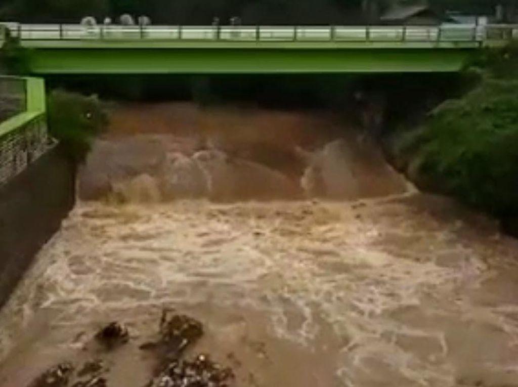 Warga Bondowoso Hilang Terseret Air Bah yang Datang Tiba-tiba