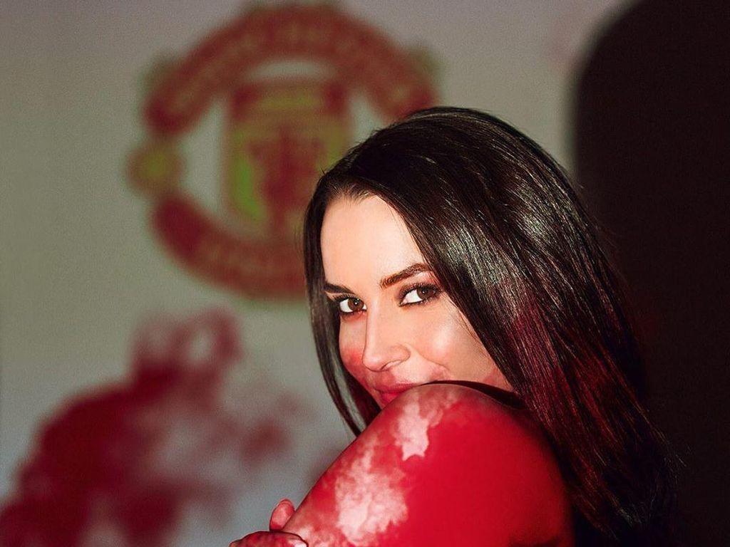 Setuju Nggak, Ini Suporter Manchester United Paling Seksi?