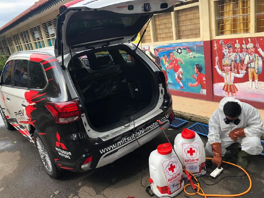 Mobil Listrik Mitsubishi Jadi Armada Penyemprot Disinfektan