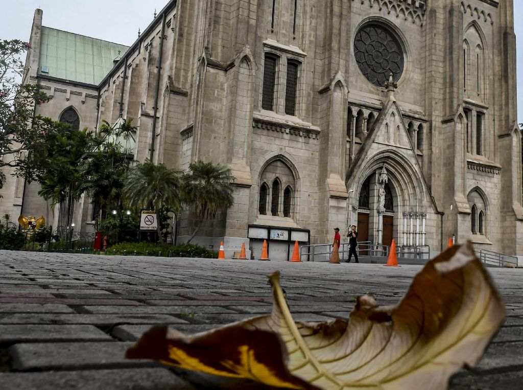 Gunakan PLTS, Gereja Katedral Jakarta Diganjar MURI
