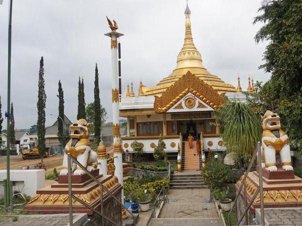 Mengenal Replika Pagoda Myanmar di Malang