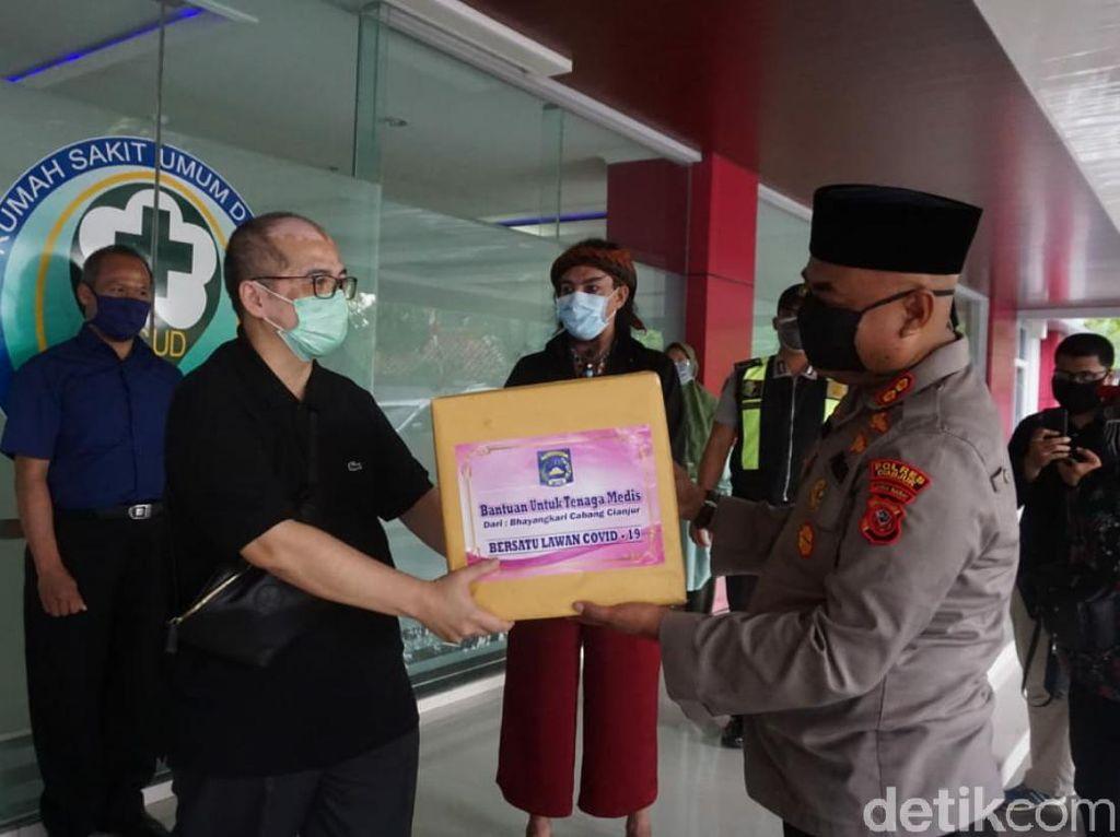 Limbad hingga Pabrik Garmen Donasikan APD untuk RS di Cianjur-Sukabumi