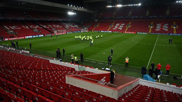Liverpool merumahkan karyawannya karena imbas corona.