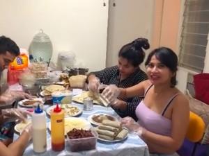 Pakai Baju Seksi Saat Racik Kebab, Vanessa Angel Dinyinyiri Netizen