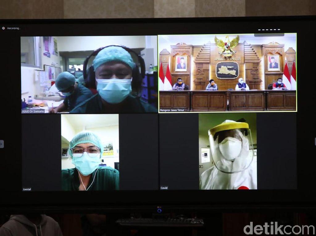 Khofifah Beri Semangat Tenaga Medis Kasus Corona Lewat Video Conference