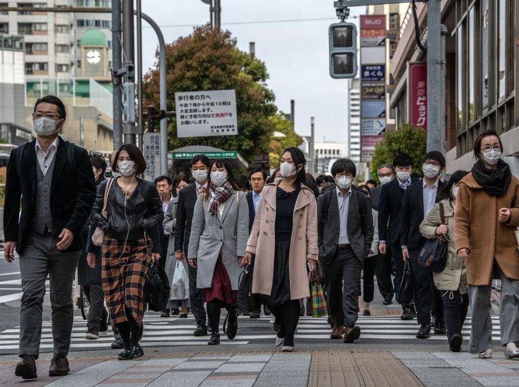 Waduh! Ada Serangga Mati dan Rambut di Masker Gratis Pemerintah Jepang