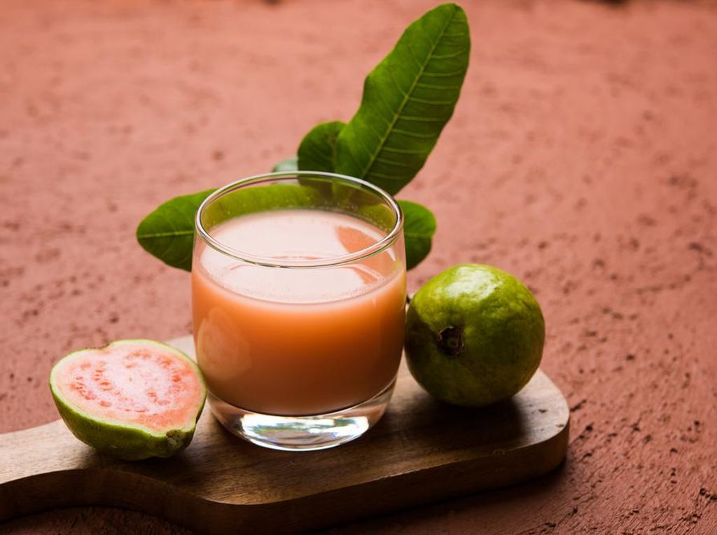 Segar Saat di Rumah Aja, Minum Jus Jambu Biji yang Kaya Khasiat
